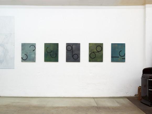 installation view studio 14, july 20, ´Bilder der fliessenden Welt I-V`, ´Lob des Raumes II`, 2018, Sgraffito